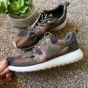 🆕Nike Athletic Camo Shoes
